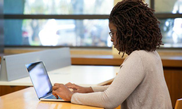 Extensão abre inscrições para cursos de atualização de professores